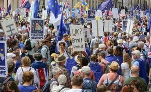 Des dizaines de milliers de personnes manifestent à Londres pour demander un nouveau vote sur le Brexit, le 23 juin 2018.