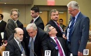 Le Fonds monétaire international (FMI) s'est dit prêt samedi à aider les pays victimes de la crise financière, entérinant les orientations adoptées la veille par les grands argentiers du G7 au terme d'une semaine calamiteuse sur les marchés boursiers.