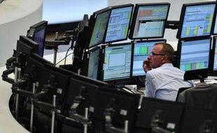 Les Bourses européennes se reprenaient mardi au lendemain de l'avertissement lancé par l'agence américaine Standard and Poor's sur la notation des pays notés triple A, dont l'Allemagne et la France, qui pourrait finalement, selon les investisseurs, s'avérer salutaire.