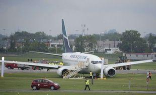 Un avion de ligne de la compagnie WestJet a fait une sortie de piste, lors de son atterrissage à l'aéroport de Toronto, le 5 juin 2015.