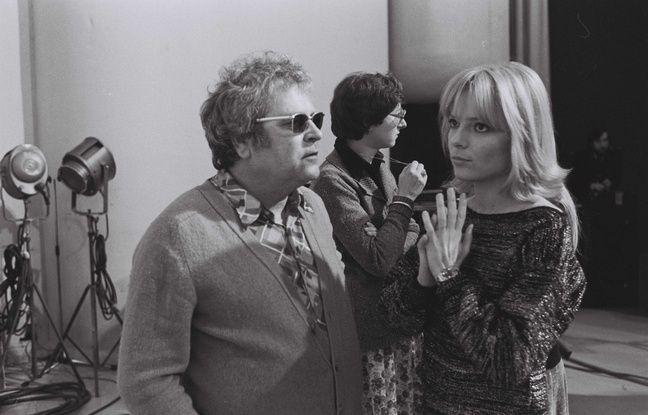 France Gall accompagnée de son père, Robert Gall, en 1976 à Paris.
