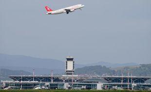 Illustration d'un avion de la compagnie Air Arabia, ici au départ de l'aéroport de Bâle Mulhouse.