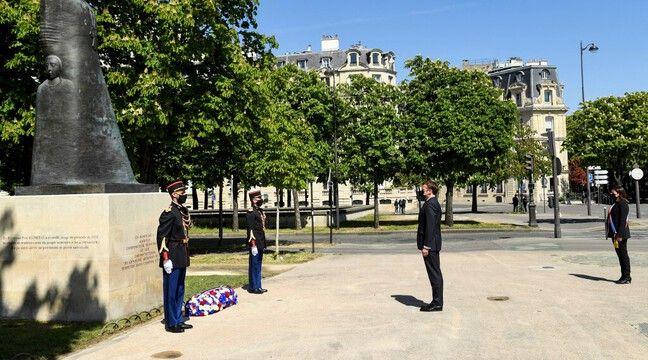 Macron se recueille devant un mémorial à Paris