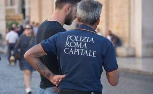 Des officiers de police près du Vatican à Rome, le 13 octobre 2018.