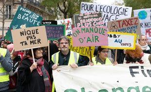 Des manifestants lors de la marche pour le climat, le 8 décembre 2018 à Paris.
