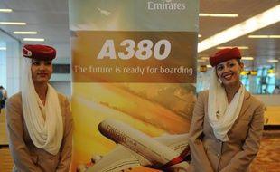 Emirates, le plus gros client de l'A380, a annoncé jeudi ne pas avoir l'intention d'immobiliser sa flotte de 13 appareils après l'avarie de moteur subie par un appareil de ce type de la compagnie australienne Qantas.