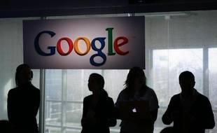 """L'organisme espagnol de surveillance d'Internet a ordonné jeudi augéant américain Google de payer une amende de 900.000 euros (1,23 million de dollars) pour des """"graves violations"""" de la vie privée."""