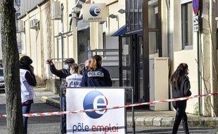 Devant le Pôle emploi de Valence, le 28 janvier 2021, où une conseillère a été abattue d'une balle dans le thorax.