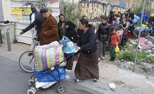 Expulsion d'un campement de roms à Montreuil rue de Paris à Bagnolet, le 2 mai 2013.