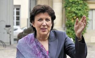 """Roselyne Bachelot, la ministre des Solidarités et de la Cohésion sociale, a annoncé mardi qu'elle allait """"piloter"""" la réforme de la dépendance, prévue pour l'année prochaine."""