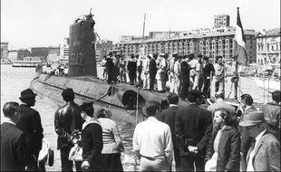 Le sous marin La Minerve, dans le Vieux-Port de Marseille dans les années 60.