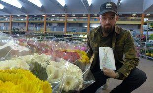 Le fleuriste-styliste Benjamin Larosa a imaginé les costumes de fleurs.