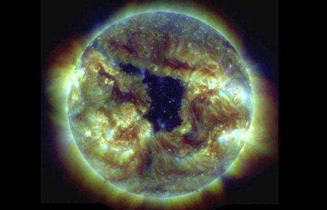 Trou coronal à la surface du Soleil en mai 2013