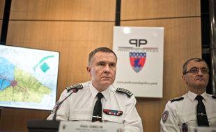 Alain Gibelin (au centre) lors d'une conference de presse, organisée par le préfet de police, dans le cadre des festivités de la Saint-Sylvestre, le 30 décembre 2016.