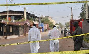 Trois Européens, dont un Français et un Belge, et deux Maliens ont été abattus dans la nuit de vendredi à samedi dans un restaurant du centre de Bamako.