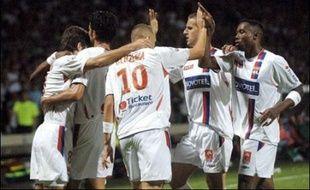 Marseille et Lyon, les deux favoris désignés de la Ligue 1, se sont bien repris lors de la 5e journée en gagnant à Caen (2-1) pour l'OM et en remportant le derby contre Saint-Etienne (1-0) pour l'OL, mais le week-end a surtout été marqué par la démission de Guy Roux de Lens.