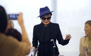 Yoko Ono, lors d'une cérémonie organisée avant l'ouverture de son exposition en Chine, à Beijing. Andy Wong/AFP.