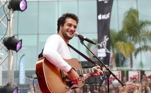 Le chanteur Amir au palais des festivals de Cannes, en marge des NRJ Music Awards 2017.