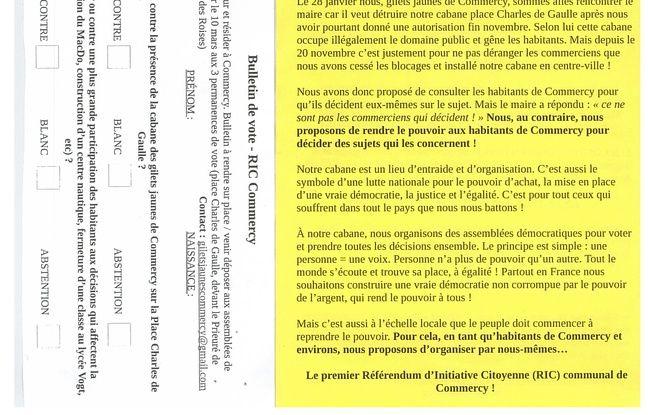Le tract des «gilets jaunes» et le bulletin de vote pour le RIC.
