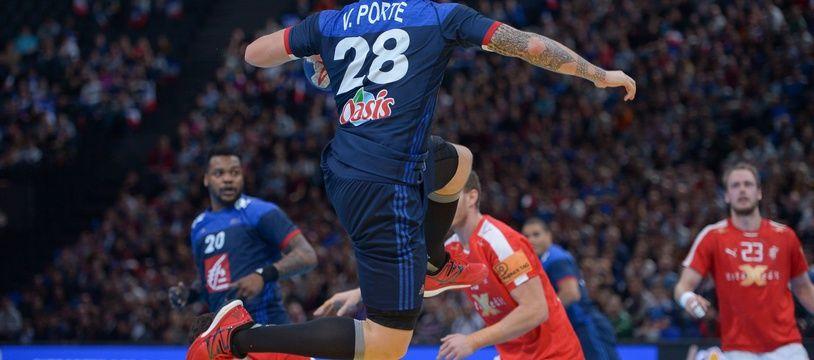 L'arrière droit de l'équipe de France Valentin Porte lors du match de Golden League de handball contre le Danemark, le 10 janvier 2016.