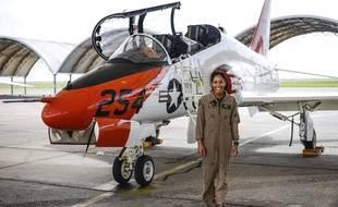 Madeline Swegle est la première femme afro-américaine à devenir pilote de chasse de la Navy.