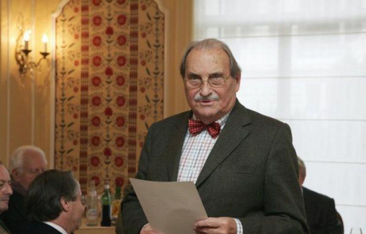 L'écrivain et journaliste Jean Ferniot, qui a mené une carrière de chroniqueur politique mais aussi de critique gastronomique, est décédé samedi à Paris à l'âge de 93 ans – Pierre Verdy afp.com