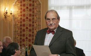 L'écrivain et journaliste Jean Ferniot, qui a mené une carrière de chroniqueur politique mais aussi de critique gastronomique, est décédé samedi à Paris à l'âge de 93 ans