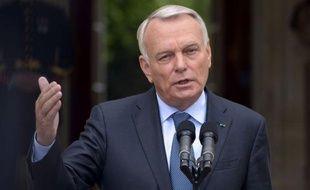 """Jean-Marc Ayrault a jugé lundi que l'élimination dimanche du PS au premier tour de la législative partielle de Villeneuve-sur-Lot s'expliquait par """"la tromperie"""" de l'ex-ministre du Budget Jérôme Cahuzac."""