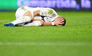 L'attaquant français du Real Madrid Karim Benzema, visiblement touché à l'adducteur droit, est sorti sur blessure au bout d'un quart d'heure de jeu, mardi lors du 8e de finale aller de Ligue des champions contre le CSKA Moscou.