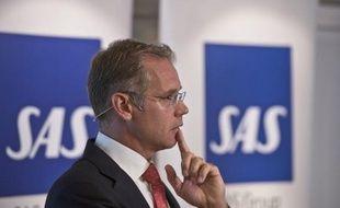 La compagnie aérienne scandinave SAS menait dimanche de difficiles négociations salariales avec les représentants du personnel, en vue de faire accepter une baisse des salaires censée constituer la dernière chance du groupe.
