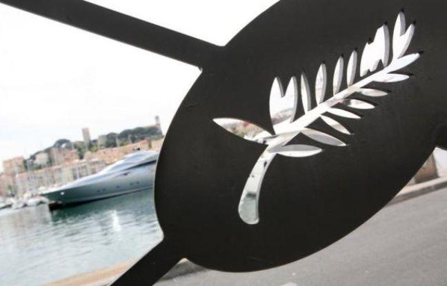 """Filmés à une centaine de mètres au large de la Croisette, quatre clips vidéos avec pour thème """"Les dessous de Cannes"""" sont diffusés par le collectif de l'Expédition Méditerranée en Danger (MED), en marge du festival, pour alerter sur les déchets en mer."""