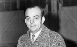 """Une semaine après la parution du """"Petit prince"""" aux Etats-Unis, Saint-Exupéry part le 13 avril 1943 pour l'Afrique du Nord. Il disparaît le 31 juillet 1944 aux commandes de son P38 Lightning, en mission au large de Marseille, et ne verra jamais l'édition française de son livre."""