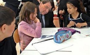 La répartition des 24 heures d'enseignement par semaine à l'école élémentaire pour la rentrée 2008 a été fixée par un arrêté du 9 juin du ministère de l'Education nationale, publié mardi au Journal officiel.