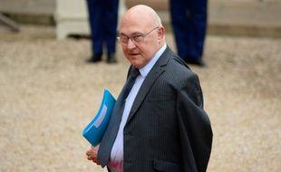 Le ministre des Finances Michel Sapin à son arrivée le 28 janvier 2016 à l'Elysée à Paris
