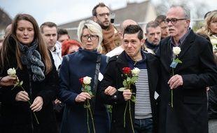 Jonathann Daval, ici au milieu de ses beaux-parents lors de l'enterrement de sa femme Alexia en novembre 2017.