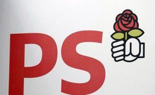 """Le PS a demandé mardi au ministre de l'Intérieur Claude Guéant de """"s'expliquer"""", après le récit détaillé dans Le Monde des investigations policières sur les contacts téléphoniques (""""fadettes"""") de deux journalistes du quotidien."""
