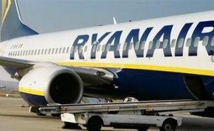 Vingt-six personnes ont été hospitalisées après un atterrissage d'urgence d'un avion de la compagnie à bas prix irlandaise Ryanair lundi soir à Limoges (sud-ouest), en raison d'une dépressurisation dans la cabine, ont indiqué tôt mardi matin les pompiers.