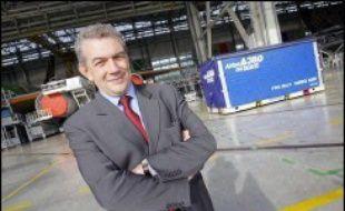 Le plan de relance proposé par le nouveau patron d'Airbus Christian Streiff, prévoyant des économies pouvant atteindre jusqu'à 2 milliards d'euros par an et une vaste réorganisation industrielle, reste ainsi suspendu au feu vert d'EADS, détenu à 22,5% par l'allemand DaimlerChrysler, 15% par l'Etat français et 7,5% par le groupe Lagardère.