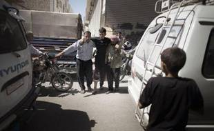"""Les violences ont repris de plus belle en Syrie dimanche avec des bombardements intensifs des bastions rebelles et des combats sur plusieurs fronts, le pape Benoît XVI appelant depuis le Liban voisin la communauté internationale à trouver une solution """"viable"""" au conflit."""