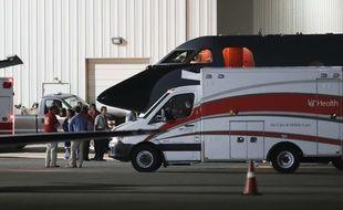 Un véhicule médicalisé attend Otto Warmbier à l'aéroport de Cincinnati (Ohio), le 13 juin 2017.