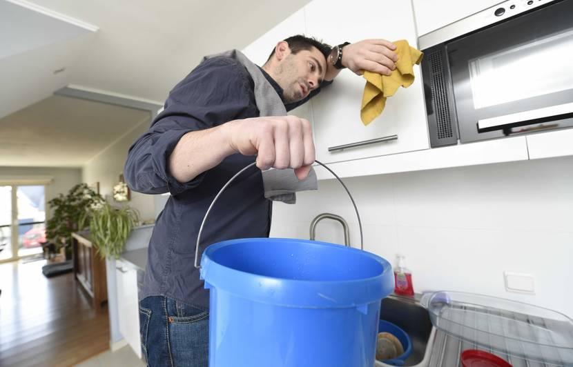 VIDEO. « Plus un homme aide à la maison, plus il risque de divorcer » ? Pourquoi c'est faux