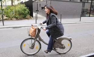 Cécile Duflot a  voté vers 16h dans une école primaire du 11e arrondissement de  Paris, le 6 mai 2012.