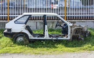 La mairie peut dorénavant infliger une astreinte de 50 € par jour pour forcer les propriétaires à évacuer une voiture épave.