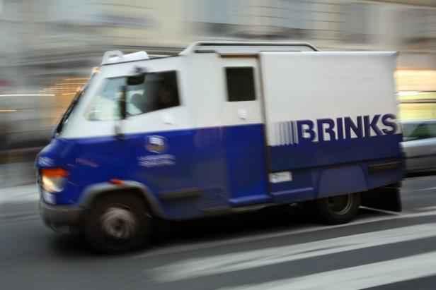 Marseille: Un convoyeur de fonds braqué avec une fausse ceinture d'explosifs