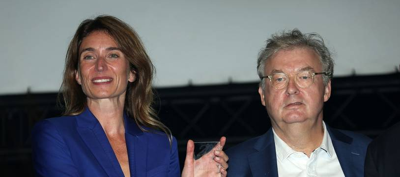 Camille Cottin et Dominique Besnehard  après avoir reçus la récompense de la
