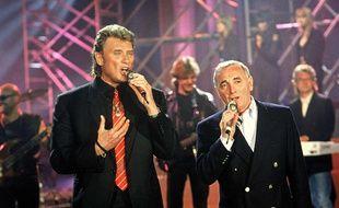 Johnny Hallyday et Charles Aznavour dans l'émission «Sacrée soirée» sur TF1 le 15 avril 1992.