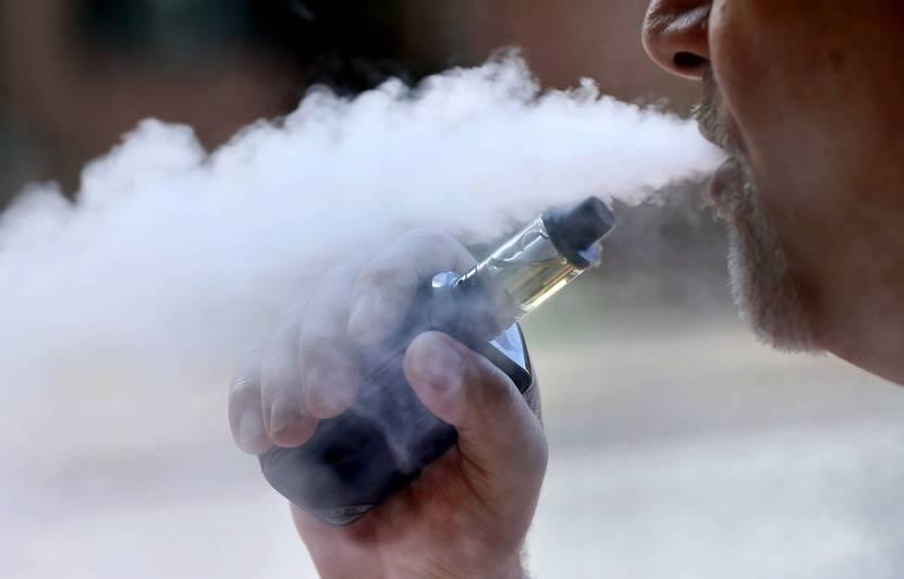 Cigarette électronique : Un nouveau type de lésion pulmonaire observé chez un vapoteur canadien
