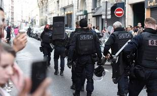 Des policiers du GSO en intervention sur les lieux de la prise d'otages à Paris, le 12 juin 2018.