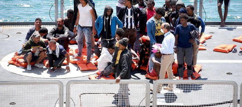 Des migrants recueillis en Méditerranée par les garde-côtes maltais, le 17 juillet 2020.