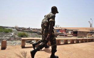 La Guinée-Bissau a été de nouveau secouée jeudi soir par une tentative de coup d'Etat: des militaires ont attaqué la résidence du Premier ministre sortant Carlos Gomes Junior, candidat à la présidentielle du 29 avril, bouclé le centre de la capitale et arrêté des responsables politiques.